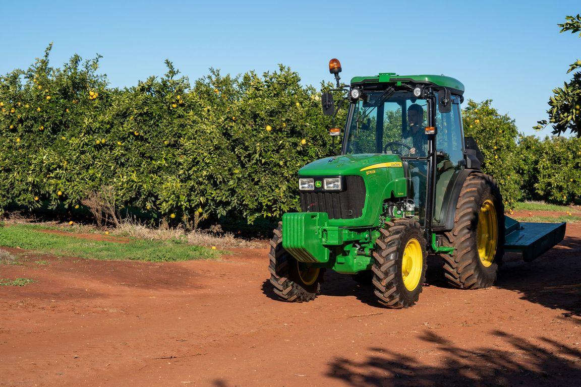 5076EN Narrow Tractor